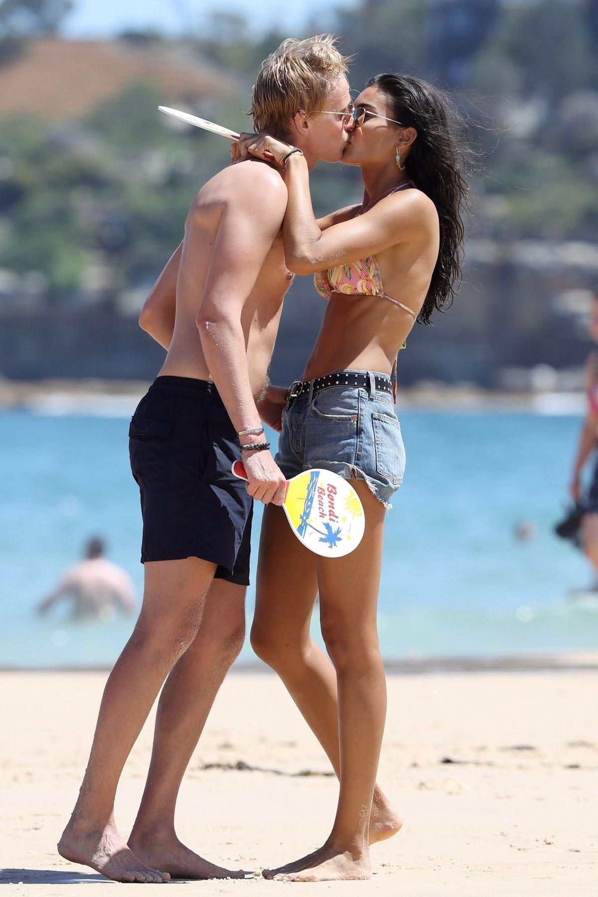 kelly gale kisses her beau at bondi beach