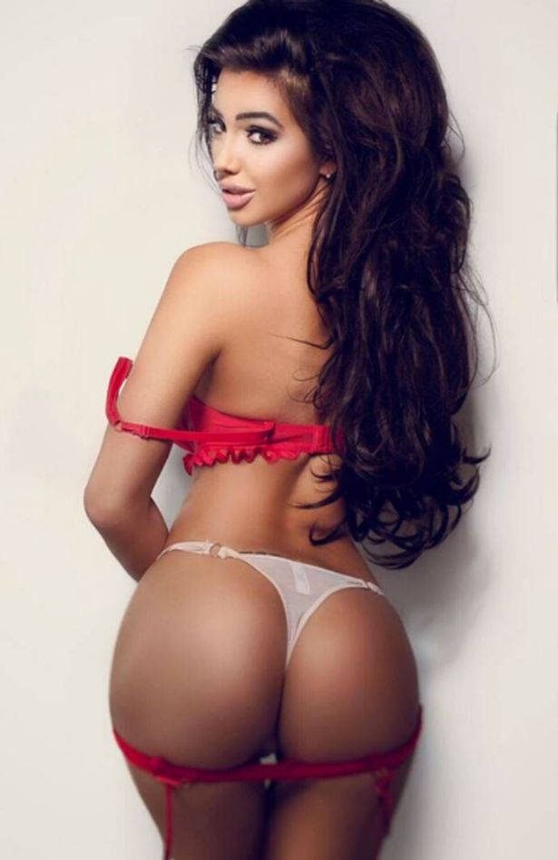 chloe khan shows off her bum